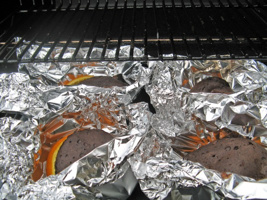 Barbecuing cakes in orange skins