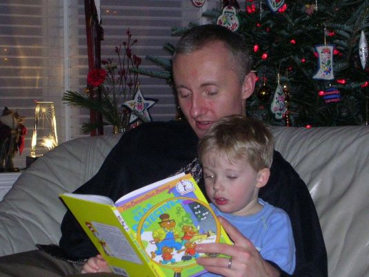 Reading to your kids makes the perfect gift