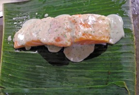 Spicy salmon in banana leaves
