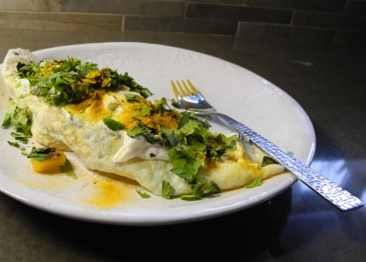 Omelet with yelloe peppers, tumeric and Greek yogurt