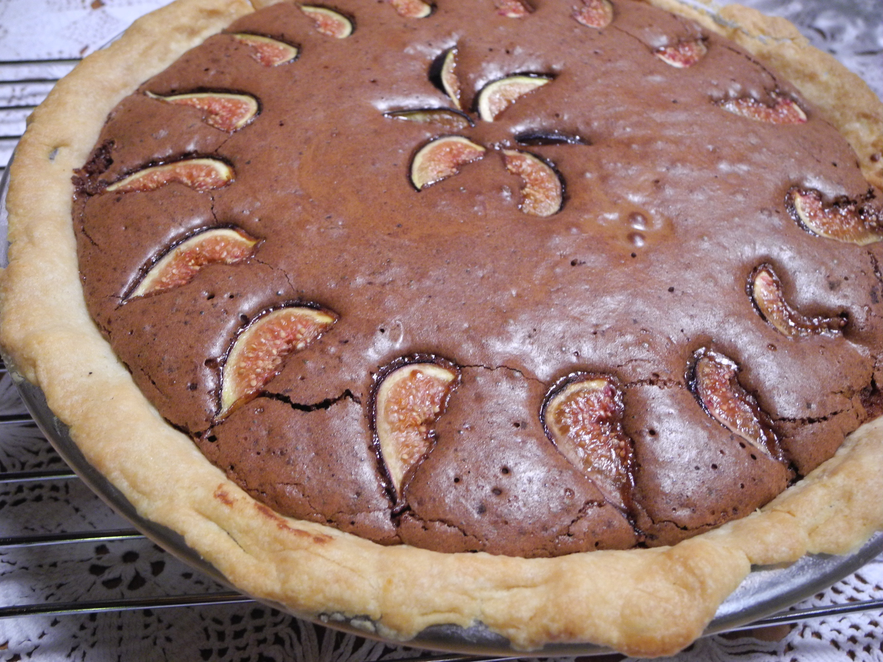 Chocolate cream pie with figs