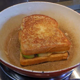 Cooking French toast sandwiches