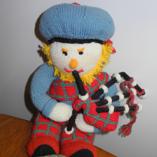 The knitted piper